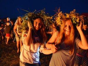 У Ковалівці на Купальських гуляннях співали караоке і стрибали через багаття (ФОТО, ВІДЕО, оновлено)