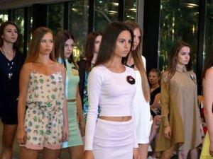 Фото: Модна Полтава: неподалік міста пройшов показ українських дизайнерів (ФОТО)