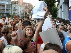 Фото: У МОН запевнили, що заяви на вступ устигнуть подати всі абітурієнти