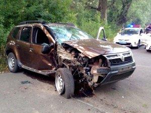 Фото: ДТП у Полтаві: від зіткнення з деревом постраждало двоє людей (ФОТО)