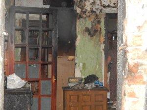 Фото: Мешканці постраждалого від пожежі будинку сподіваються на допомогу  влади ( Фото)