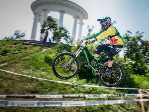 Фото: Екстремальний велоспуск у центрі Полтави