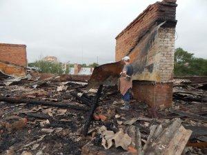 Фото: Полтавська влада допоможе погорільцям на Першотравневому матеріалами