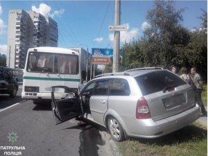 Фото: У Полтаві легковик зіштовхнувся з автобусом: є травмований (ФОТО)
