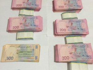 Фото: На Полтавщині прокурора спіймали на хабарі у 19 тисяч доларів