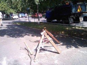 Фото: Люк, котрий утворив провалля в Полтаві, нарешті відремонтували