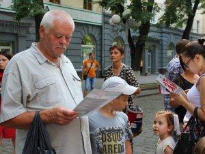 Фото: У Полтаві безкоштовно тестували на гепатит С (ФОТО)