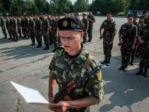 Курсанти полтавського вишу склали присягу на вірність Україні (ФОТО)