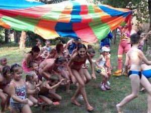 Фото: У Полтаві для дітей-переселенців волонтери організували спортивне свято