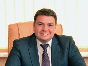 Фото: Заступник голови Полтавської ОДА роздає квитки на футбол