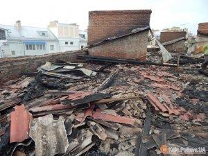 Фото: Втратили дах через блискавку: про «зміни» у житті мешканців будинку на Першотравневому 13-а