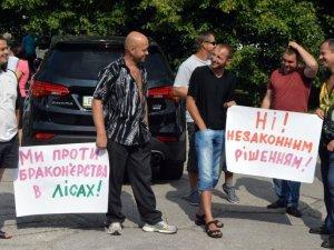 Фото: У Полтаві протестували проти мораторію на вирубування деревини (фото)