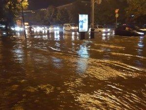 Фото: Негода у Полтаві затопила та залишила без електроенергії вулиці