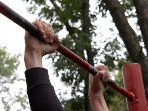 Фото: У Полтаві хлопці та дівчата показували свою силу на турніках (ФОТО, ВІДЕО)