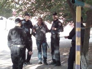 Фото: У Кременчуці затримали чоловіка із гранатою у трусах