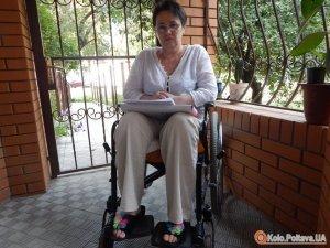 Фото: Місяць потому: полтавці з інвалідністю узаконили скандальний пандус, але штраф не відмінили