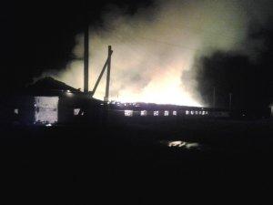 Фото: На Полтавщині згорів склад із 30 тоннами сіна