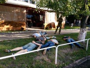 Фото: У Полтаві затримали п'ятьох чоловіків за вимагання