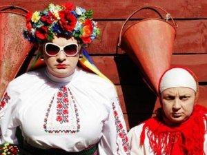 На Сорочинському ярмарку побили маму Сердючки