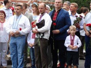 Фото: День Незалежності в Полтаві: покладання квітів до пам'ятників Шевченку та загиблим козакам