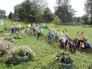 Фото: У селі на Полтавщині провели патріотичний мото-велопробіг (фотофакт)