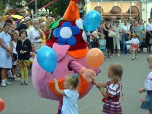 Фото: Полтавці гуляють на День Незалежності України (фото)