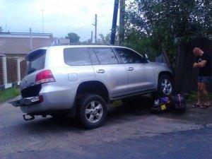 Фото: У Полтаві водій на «Toyota Landcruiser» збив жінку з дитиною