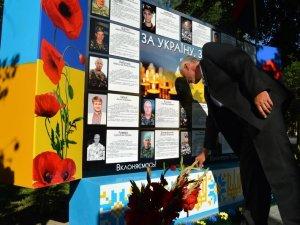 Фото: У місті відкрили стіну пам'яті загиблим полтавцям (ФОТО)
