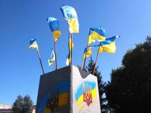 Фото: У Нових Санжарах знайшли застосування постаменту з-під Леніна (фотофакт)