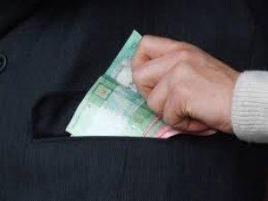 Фото: Уряд просять заборонити збір готівки у школах