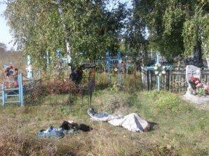 Фото: У Великих Сорочинцях мотоцикліст загинув, в'їхавши в огорожу на кладовищі