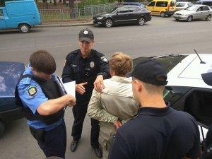 Фото: У Полтаві чоловік прийшов у салон мобільного зв'язку із ножем